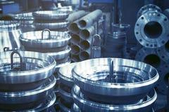 Stahlrollen sind produziert auf einer Drehbank aus Stahl und Roheisen leer lizenzfreie stockfotos