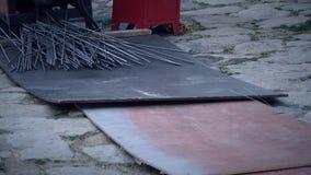 Stahlschneider und etwas von Stahl lizenzfreies stockfoto