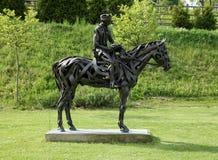 Stahlskulptur eines Pferds und des Reiters lizenzfreies stockbild