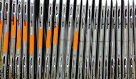 Stahlsperren und Metallbaumaterialien Stockfoto