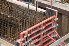 Stahlstäbe für Grundlage des verstärkten Betons Stockfoto