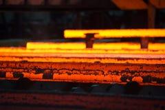 Stahlstangen gleich nach Casting stockfotos