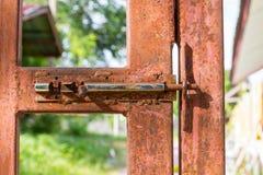 Stahltürorange Lizenzfreies Stockbild
