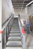 Stahltreppenhaus-Aufbau im Handelsplatz Stockbilder