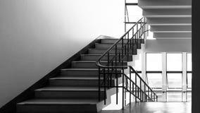 Stahltreppenhaus im Gebäude Lizenzfreie Stockbilder