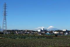 Stahlturm und Mt Fuji im blauen Himmel Stockbild