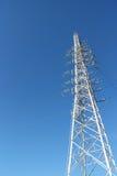Stahlturmabschluß oben im blauen Himmel Stockfotografie