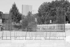 Stahlverstärkungen einer Betonmauer stockbild