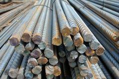Stahlverstärkungsstangen Stahlgestänge oder Stäbe benutzt, um Beton zu verstärken Lizenzfreies Stockfoto