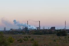 Stahlwerk gegen den Himmel Lizenzfreies Stockbild
