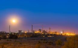 Stahlwerk gegen den Himmel Lizenzfreie Stockfotos