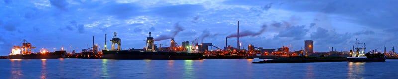 Stahlwerk nachts Stockfotografie