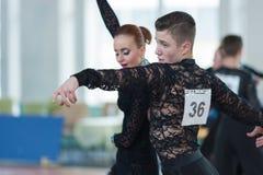 Stahovich Timofey och Grinchik Anna Perform Juvenile-2 latin - amerikanskt program Royaltyfri Fotografi