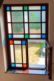 Stained-glass απλή γεωμετρία γυαλιού χρώματος μέσα στο κτήριο μέσα Στοκ Εικόνες