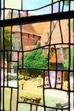 Stained-glass im alten Schloss. stockfotos