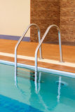 Stairs of the empty swimming pool Royalty Free Stock Photos