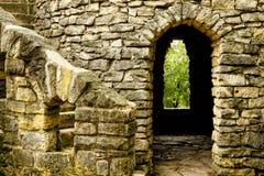 Stairway, porta e indicador do castelo imagens de stock