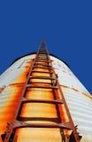 Stairway rústico ao céu foto de stock royalty free