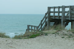Stais de madera a la playa Foto de archivo