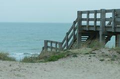 Stais en bois à la plage Photo stock
