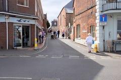 Staithe gata, brunnar därefter havet, Norfolk, UK arkivbild