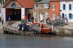STAITHES, NORTH YORKSHIRE/UK - AUGUST 21 : Launching the lifeboa Royalty Free Stock Photography