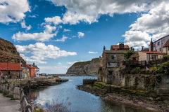 STAITHES, NORTH YORKSHIRE/UK - AUGUST 21 : View of Staithes Nort Stock Photography