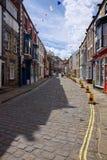 STAITHES, YORKSHIRE/UK - SIERPIEŃ 21: Uliczna scena w Staithes Yo Zdjęcia Royalty Free