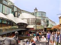 Stajenka rynek Sławna alternatywna kultura robi zakupy w Camden Holowniczym Obrazy Stock