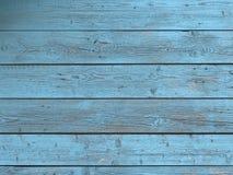 Stajni drewna ściana z zakłopotanym, strugający błękitną farbę zdjęcia stock