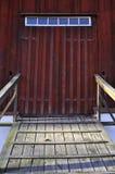 Stajni stary drewniany drzwi Zdjęcie Royalty Free
