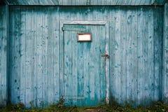 Stajni stary drewniany drzwi Zdjęcia Royalty Free