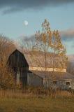 Stajnia w jesieni z żółtymi drzewami i księżyc Obraz Royalty Free