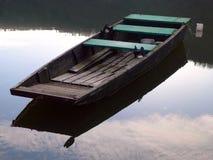 Stakbåt på floden Arkivbild