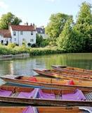 Stakbåtar på flodkammen, Cambridge, England Royaltyfri Foto