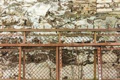 Staket av en gammal fabrik arkivfoto