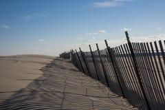Staket för snö för sanddyn Arkivbilder