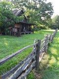 Staket & lantbrukarhem av yesteryear arkivbild