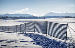 Staket mot snödrivan Arkivfoto