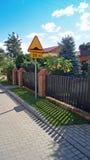 Staket nära hus. Arkivfoto