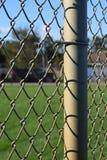 Staket på ett slut för baseballfält upp royaltyfri bild