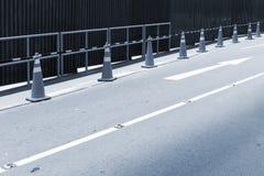 staket på vägen arkivfoto