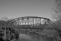 Stal most, nauka w B&W obraz stock
