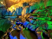 Stalactite - terrasse de stalactite de Jiuxiang image libre de droits