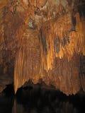 Stalactites dans Barton Creek Cave, Belize photo libre de droits