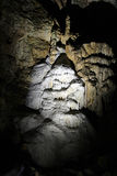 Stalactites in einer Höhle Stockfotos