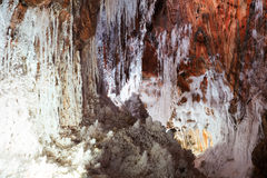 Stalactites salées naturelles à la caverne de sel Image stock