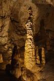 Stalagmieten en stalactieten Stock Foto's