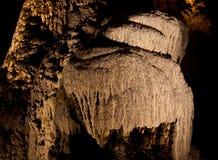 Stalagmit och flowstone i en grotta royaltyfria bilder