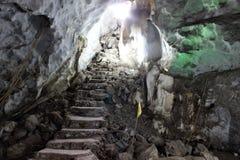 Stalagmite innerhalb der Höhlen, schöne Natur lizenzfreie stockfotografie